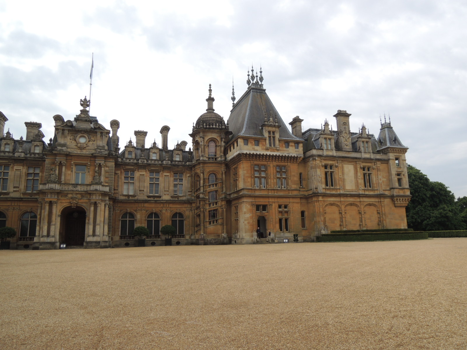 Front view Waddesdon Manor