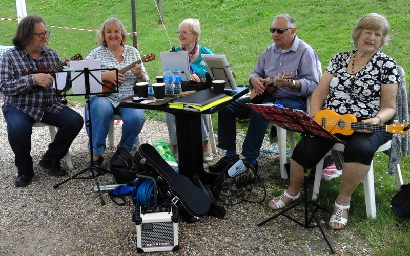 Ukulele Group play Heybridge Regatta