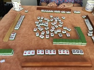 Mahjong to the player at the front