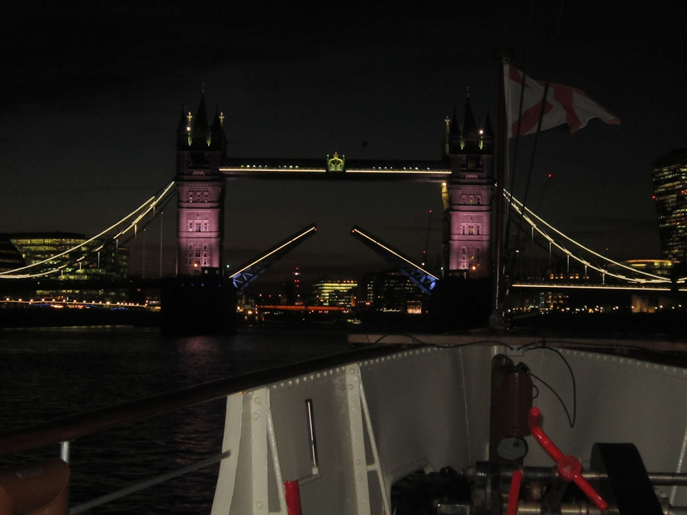 Tower Bridge opens for The Waverley