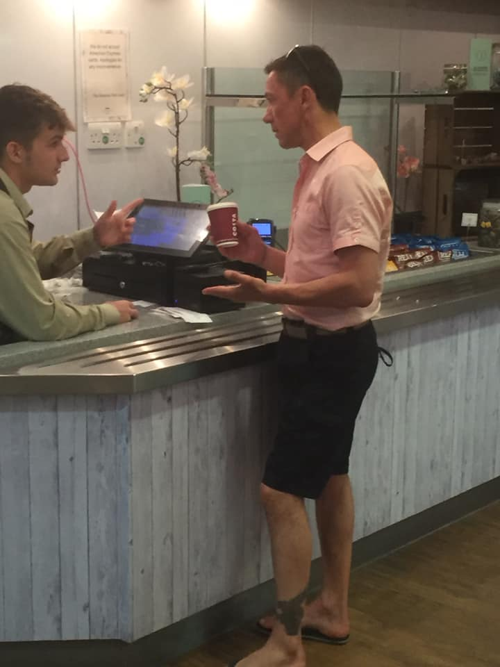 Frankie Dettori buying his own coffee!