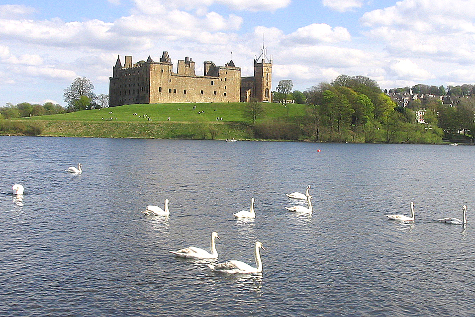 Linlithgow Palace & Linlithgow Loch